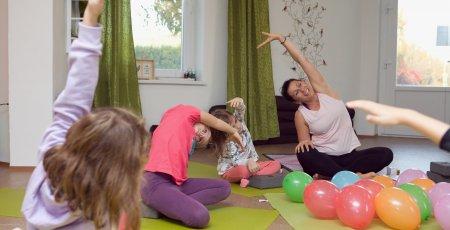 Nebojte sa do cvičenia zapojiť aj svoje deti